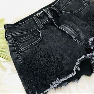 American Eagle black shorts with appliqué